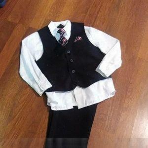 Other - Boys Black 4 pc. Suit Set (5T)